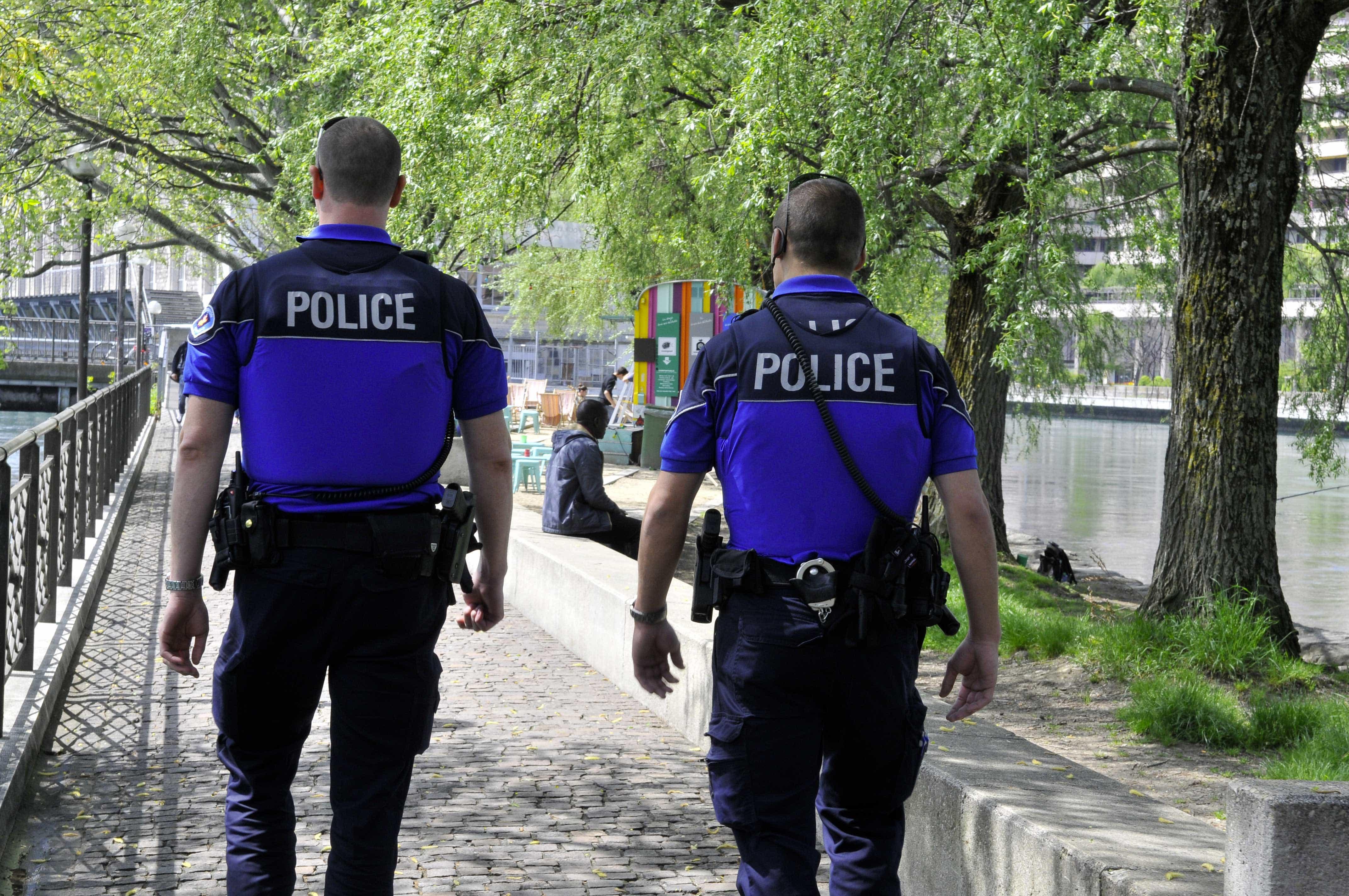 2017-6-8-12-38-16-705-01.police